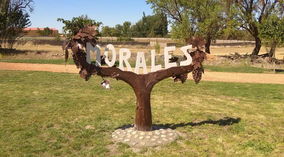 escultura en hierro entrada pueblo Morales, Soria 2