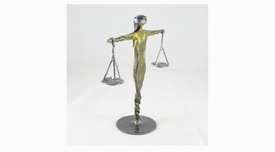 2 Escultura Dama de la Justicia