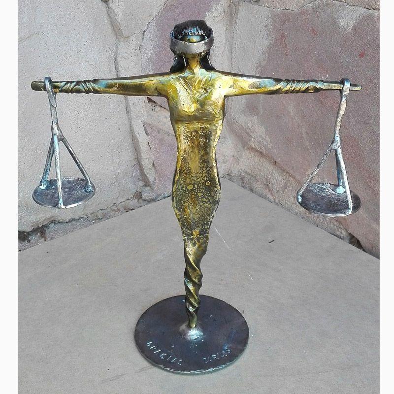 5 Escultura Dama de la Justicia