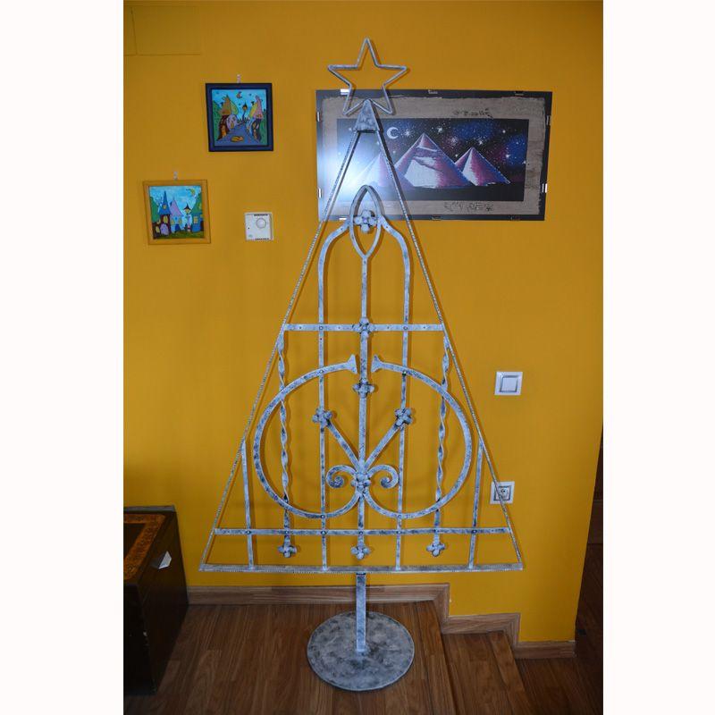 4.árbol navidad con reja reciclada