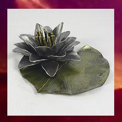 flor de loto en hierro