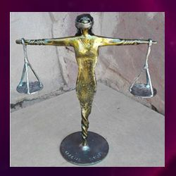 la dama de la justicia en forja