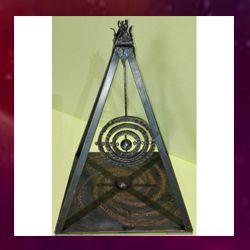 piramide espiritual en hierro