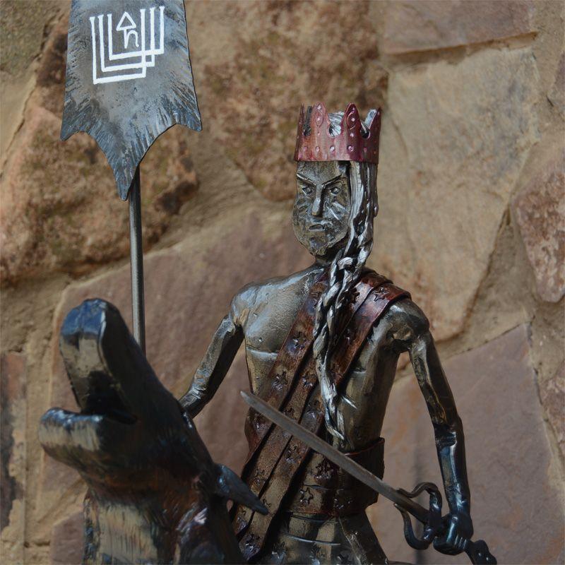 escultura guerrero en hierro