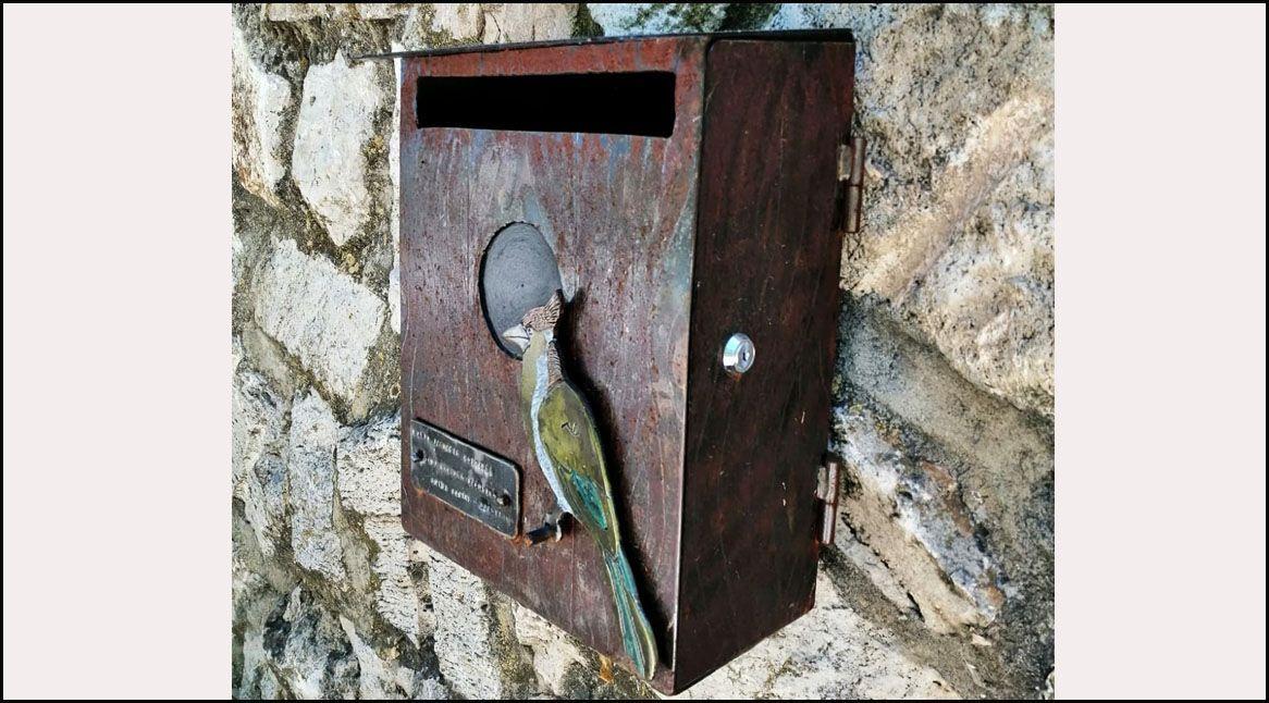Buzón personalizado casa de pájaro en hierro