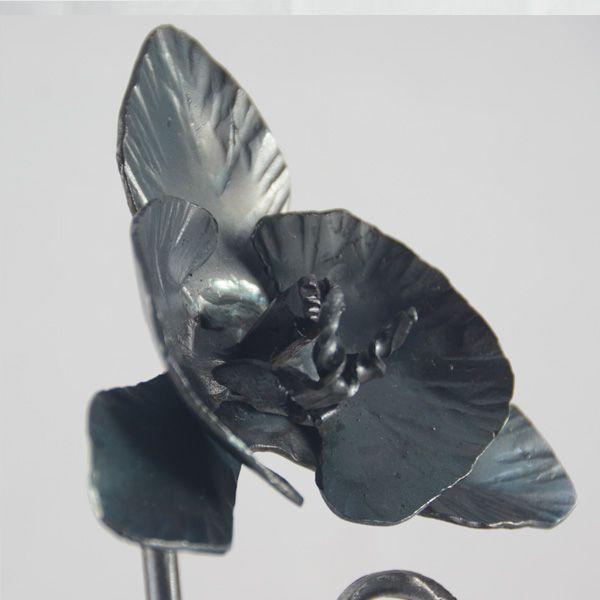 3.calas y orquídea en hierro forjado